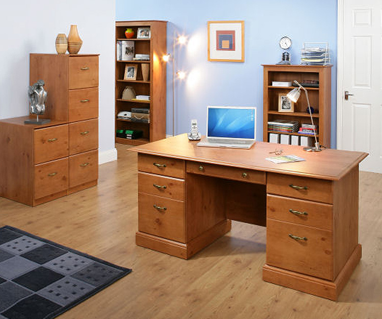 Traditional small office/hame desk